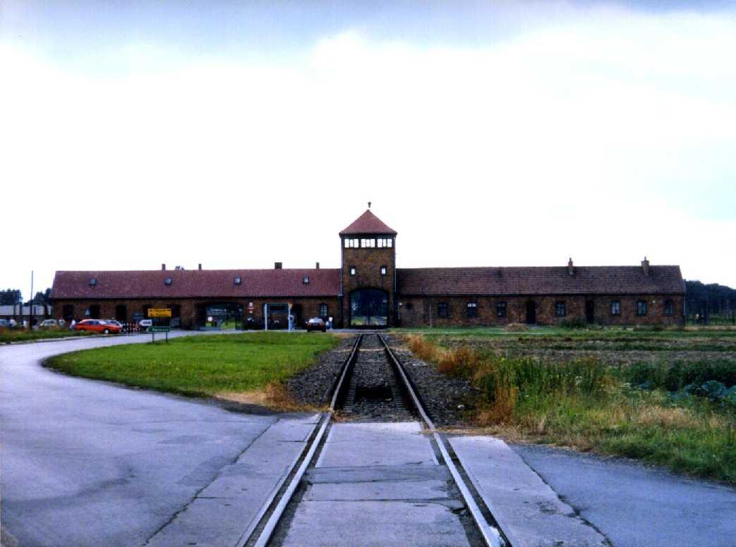 הסיור הרשמי בעברית באושוויץ-בירקנאו